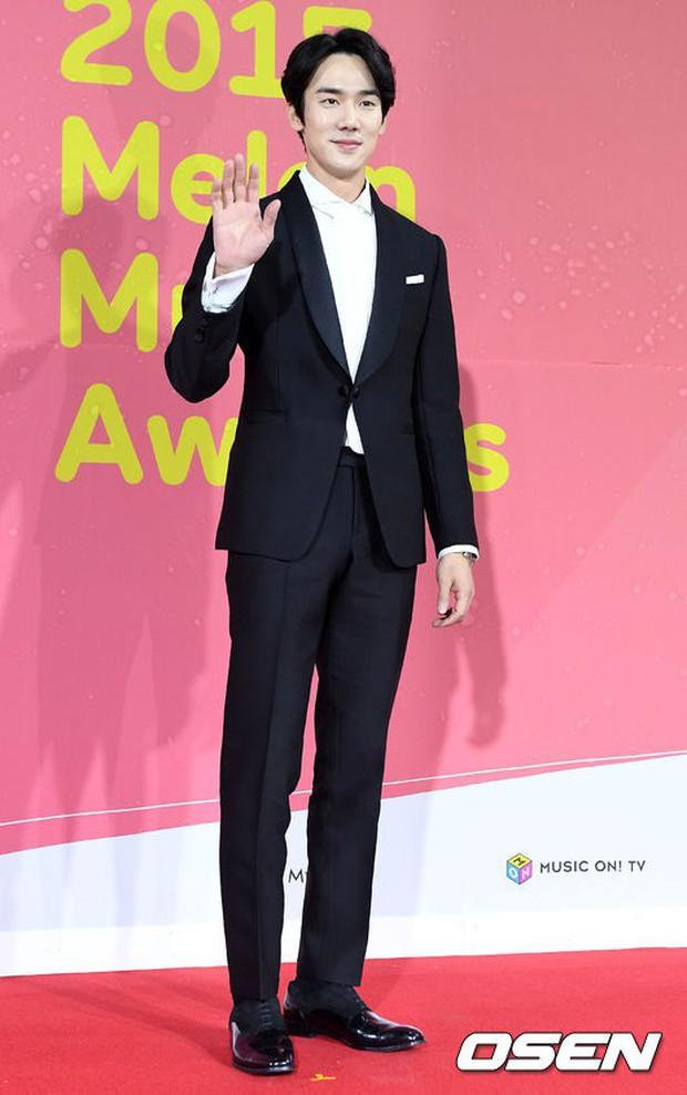 Thảm đỏ Melon: Mỹ nhân ngực khủng vô danh át cả Kim So Hyun, TWICE, EXO và Wanna One đẹp trai như hoàng tử - Ảnh 48.