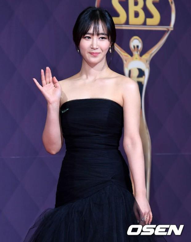 Thảm đỏ SBS Drama Awards: Nữ thần Suzy cân cả Yuri và dàn mỹ nhân hàng đầu Kpop, cặp vợ chồng Jisung quyền lực xuất hiện - Ảnh 10.
