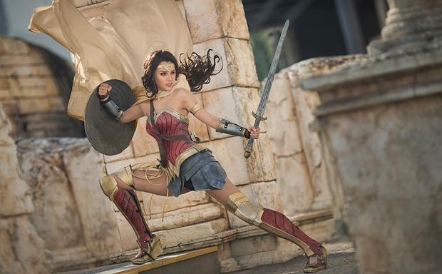 Ngắm dung nhan 14 cô gái cosplay Wonder Woman xinh lung linh như trong phim - Ảnh 1.