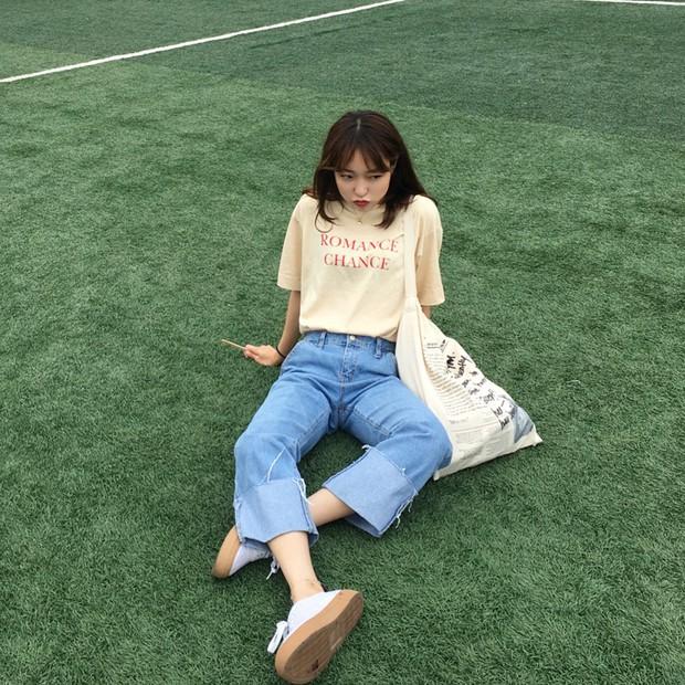 Quần jeans ống rộng gập gấu: không phải người ta trót mua quần dài rồi xắn lên cho ngắn đâu, là hot trend đấy! - Ảnh 3.