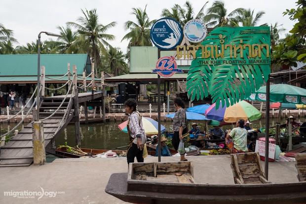 Độc đáo ẩm thực chợ nổi Tha Kha (Thái Lan), chỉ cần nhìn qua là muốn xách ba lô lên mà đi ngay - Ảnh 1.