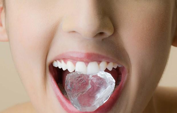 Những thói quen xấu đang âm thầm phá huỷ men răng của bạn mỗi ngày - Ảnh 1.