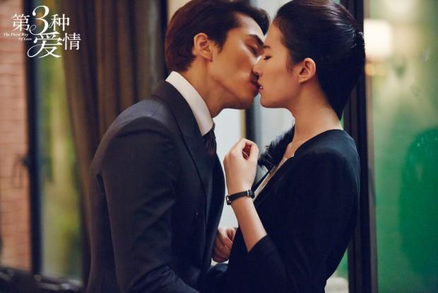 Hậu chia tay, phút giây nồng cháy của Lưu Diệc Phi - Song Seung Hun mãi chỉ còn lại trong Tình Yêu Thứ Ba - Ảnh 17.