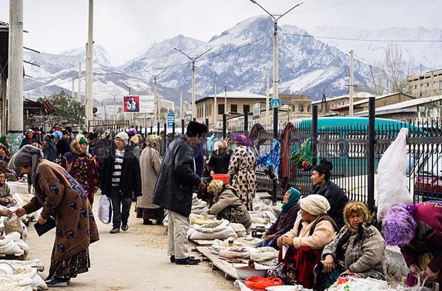 Sống qua những mùa đông âm độ, người Uzbekistan đã quen với cái lạnh khắc nghiệt, mưa tuyết rơi dày - Ảnh 6.