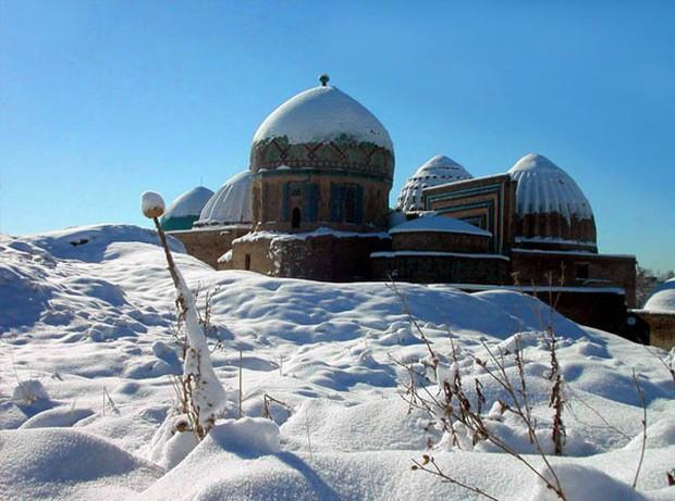 Sống qua những mùa đông âm độ, người Uzbekistan đã quen với cái lạnh khắc nghiệt, mưa tuyết rơi dày - Ảnh 1.