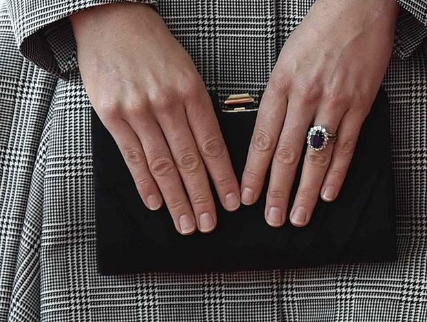 Dùng thử loại sơn móng tay mà Công nương Kate yêu thích, cô nàng này đã phát hiện ra bí mật không ai biết - Ảnh 8.