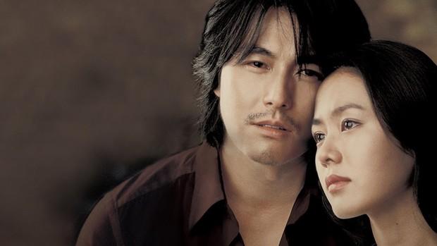 Được tài tử đẹp nhất Hàn Quốc cho hôn khắp mặt, cô gái này khiến cả triệu chị em ghen tị - Ảnh 1.