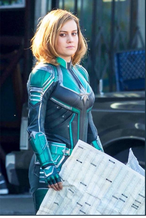 Captain Marvel làm người hâm mộ thất vọng với trang phục siêu anh hùng xấu xí - Ảnh 2.