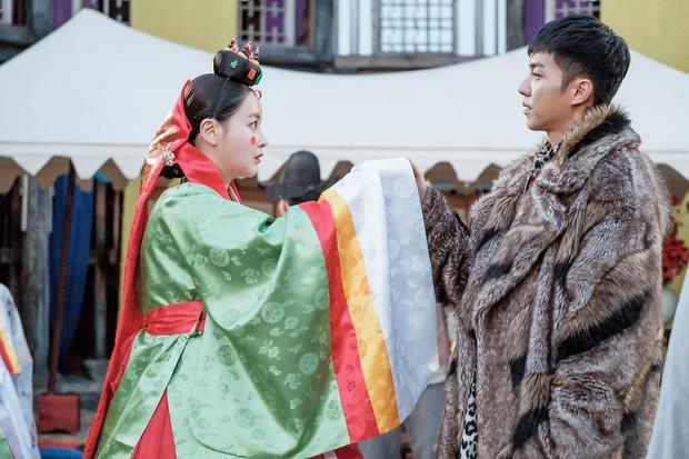 """Biến lớn Hoa Du Ký: Tam Tạng mặc váy cưới, nhưng chú rể chẳng lẽ là """"John bổ luống""""? - Ảnh 6."""