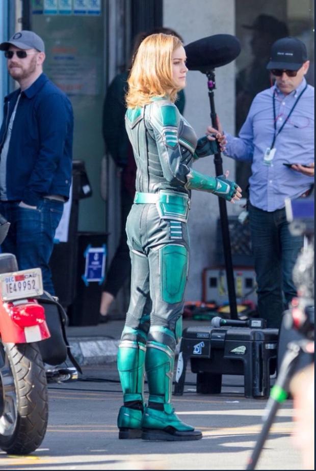 Captain Marvel làm người hâm mộ thất vọng với trang phục siêu anh hùng xấu xí - Ảnh 3.