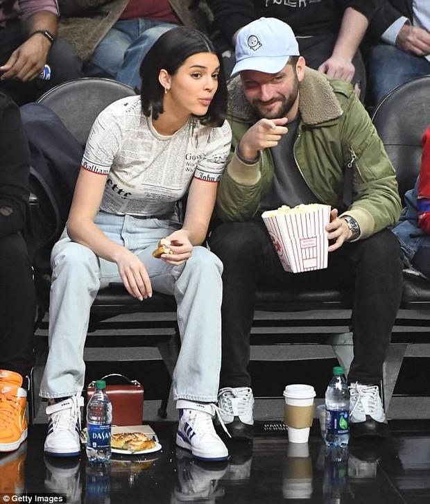 Hậu bơm môi sửa mặt, Kendall Jenner bắt đầu xuống sắc vì di chứng thẩm mỹ? - Ảnh 9.