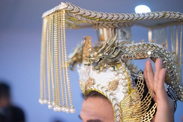 Cận cảnh long bào cực hoành tráng của Đàm Vĩnh Hưng khi đóng Ngọc Hoàng - Ảnh 7.