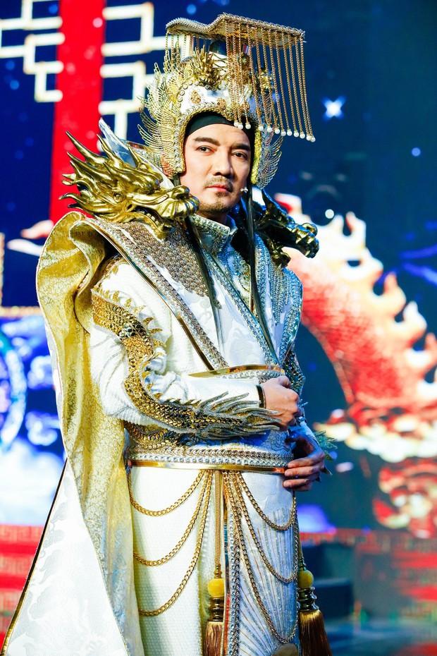 Cận cảnh long bào cực hoành tráng của Đàm Vĩnh Hưng khi đóng Ngọc Hoàng - Ảnh 8.