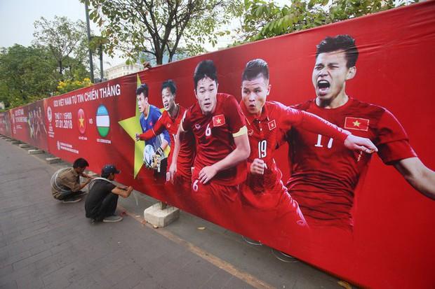 """Tất bật lắp đặt màn hình """"khủng"""" xem U23 VN ở phố đi bộ Nguyễn Huệ - Ảnh 11."""