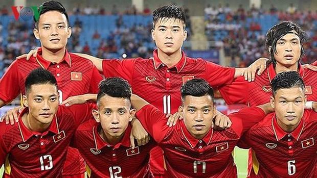 Bác sĩ tiết lộ mẹo cổ vũ trận U23 Việt Nam - Uzbekistan không đau họng - Ảnh 1.