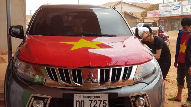 Hội người Việt ở Lào rộn ràng, sẵn sàng bùng cháy hết mình cho trận chung kết lịch sử của U23 Việt Nam - Ảnh 3.