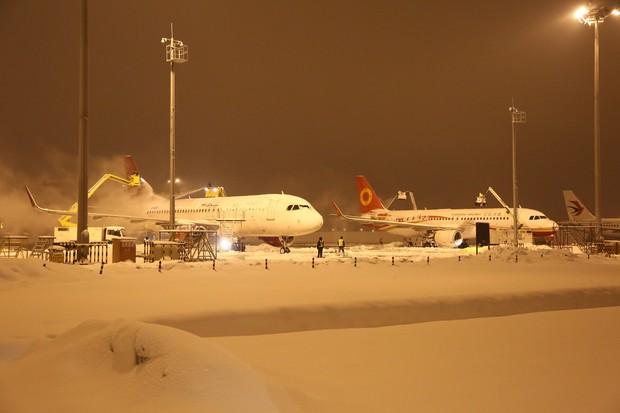 Nhiều chuyến bay Quốc tế tại Trung Quốc bị hủy bỏ hoặc hoãn lại, CĐV Việt Nam bị mắc kẹt, lo không kịp về nước - Ảnh 3.