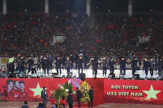 Cháy vé đêm Gala vinh danh U23 Việt Nam tại TP. HCM, vé giả xuất hiện - Ảnh 1.