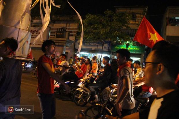 Lại thêm 1 chàng cổ động viên điển trai của U23 Việt Nam được chú ý - Ảnh 1.