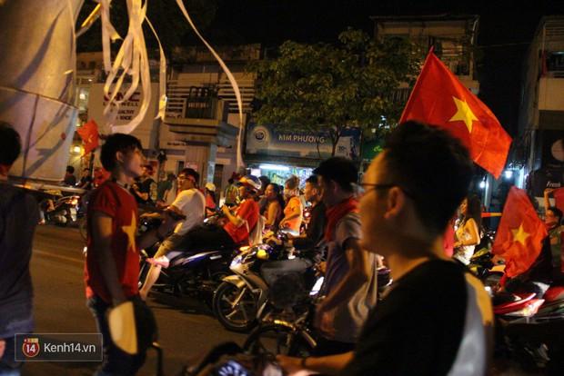 Lại thêm 1 chàng cổ động viên điển trai của U23 Việt Nam được chú ý - Ảnh 2.