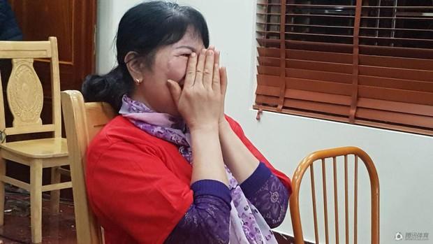 Netizen Trung đồng cảm trước hình ảnh nữ CĐV Việt Nam bật khóc khi kết thúc trận đấu: Đừng khóc cô gái ơi, các bạn đã cống hiến đủ rồi - Ảnh 12.