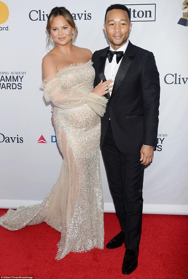 Loạt sao xuất hiện lộng lẫy, khoe đường cong bốc lửa trên thảm đỏ tiệc tiền Grammy 2018 - Ảnh 9.