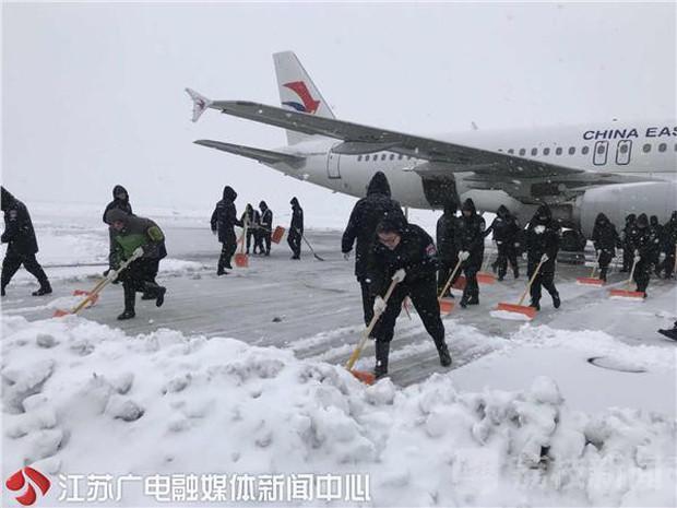 Nhiều chuyến bay Quốc tế tại Trung Quốc bị hủy bỏ hoặc hoãn lại, CĐV Việt Nam bị mắc kẹt, lo không kịp về nước - Ảnh 4.
