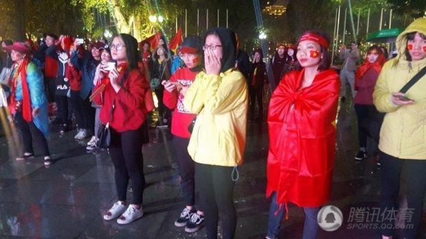 Netizen Trung đồng cảm trước hình ảnh nữ CĐV Việt Nam bật khóc khi kết thúc trận đấu: Đừng khóc cô gái ơi, các bạn đã cống hiến đủ rồi - Ảnh 15.