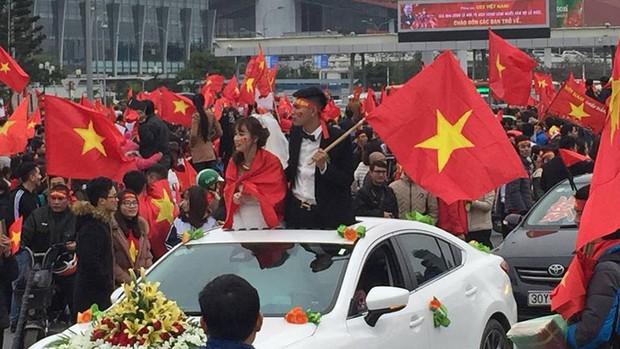 Đoàn xe dâu đặc biệt được cả triệu người chung vui trong ngày đón tuyển U23 trở về - Ảnh 2.