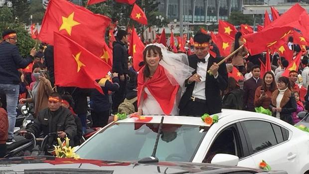 Đoàn xe dâu đặc biệt được cả triệu người chung vui trong ngày đón tuyển U23 trở về - Ảnh 3.