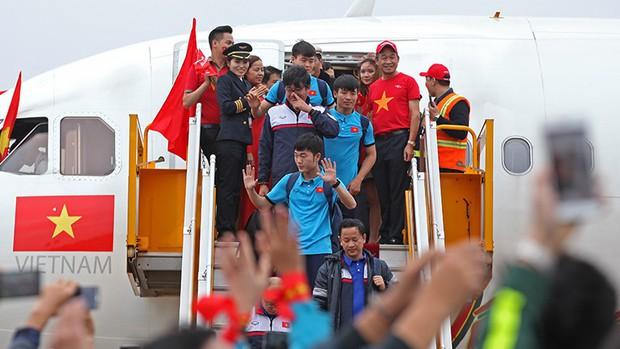 VietJet Air chính thức xin lỗi trước sự việc người mẫu ăn mặc phản cảm trên chuyên cơ đón đoàn đội tuyển U23 Việt Nam - Ảnh 1.