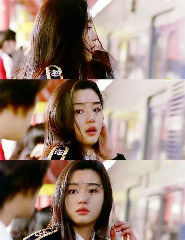 Netizen Hàn xuýt xoa vì 4 mĩ nhân đẹp đến mức bất thường của màn ảnh những năm 2000 - Ảnh 2.