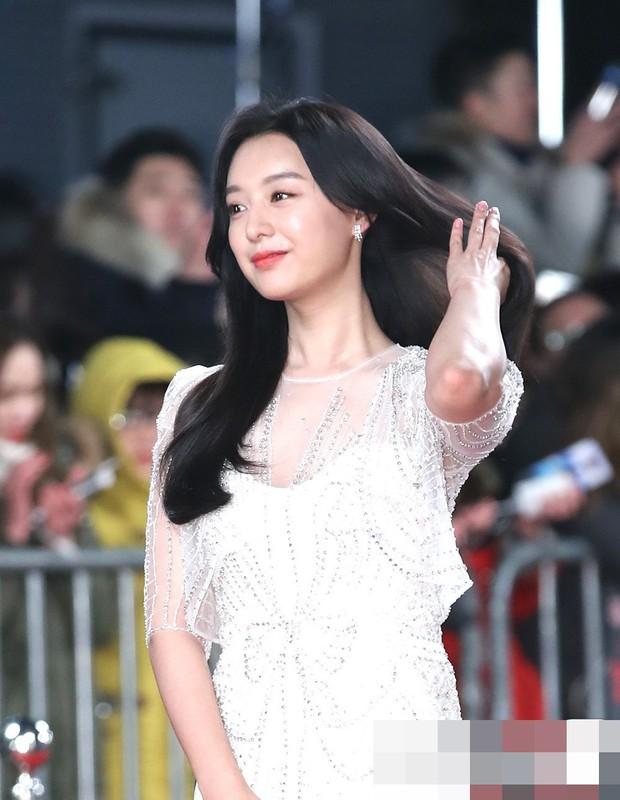 Bỏ qua cả Park Seo Joon và Jin Goo, nữ thần Hậu duệ mặt trời bất ngờ chọn tài tử U50 là mẫu hình lý tưởng - Ảnh 1.