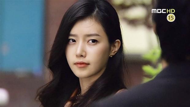 Netizen Hàn xuýt xoa vì 4 mĩ nhân đẹp đến mức bất thường của màn ảnh những năm 2000 - Ảnh 10.