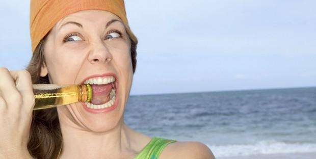 Những thói quen tai hại khiến hàm răng của bạn ngày càng trở nên xấu xí - Ảnh 2.