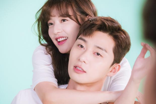 Bỏ qua cả Park Seo Joon và Jin Goo, nữ thần Hậu duệ mặt trời bất ngờ chọn tài tử U50 là mẫu hình lý tưởng - Ảnh 4.