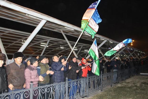 Cuối cùng, cũng xuất hiện hình ảnh dân Uzbekistan đón người hùng trở về: Vui và rộn ràng không kém Việt Nam! - Ảnh 1.