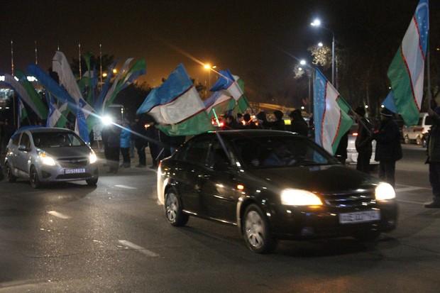 Cuối cùng, cũng xuất hiện hình ảnh dân Uzbekistan đón người hùng trở về: Vui và rộn ràng không kém Việt Nam! - Ảnh 3.