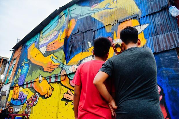 Hãy nhìn xem, Graffiti đã biến một khu dân cư thành cái nôi nhiếp ảnh dành cho giới trẻ thế nào - Ảnh 12.