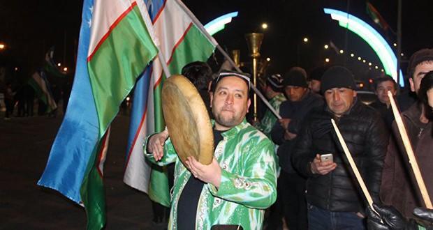 Cuối cùng, cũng xuất hiện hình ảnh dân Uzbekistan đón người hùng trở về: Vui và rộn ràng không kém Việt Nam! - Ảnh 7.