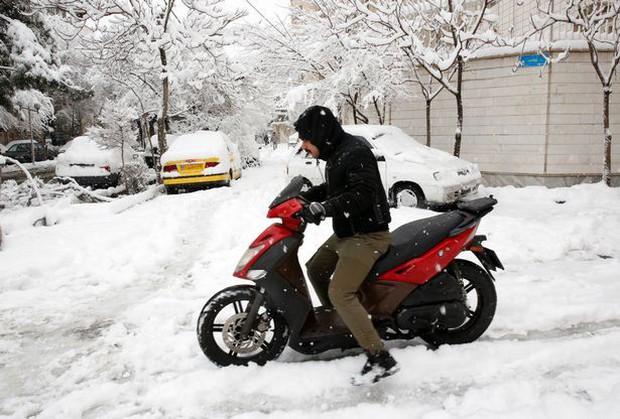 Không chỉ ở Thường Châu mới lạnh, Ả Rập Xê-út vốn nổi tiếng nắng nóng cũng có tuyết rơi rồi - Ảnh 5.