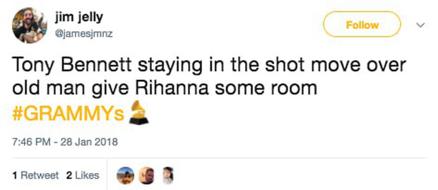 Khoảnh khắc khó xử tại Grammy 2018: Huyền thoại 91 tuổi trao giải xong... đứng chắn khiến Rihanna không thể bước lên - Ảnh 7.