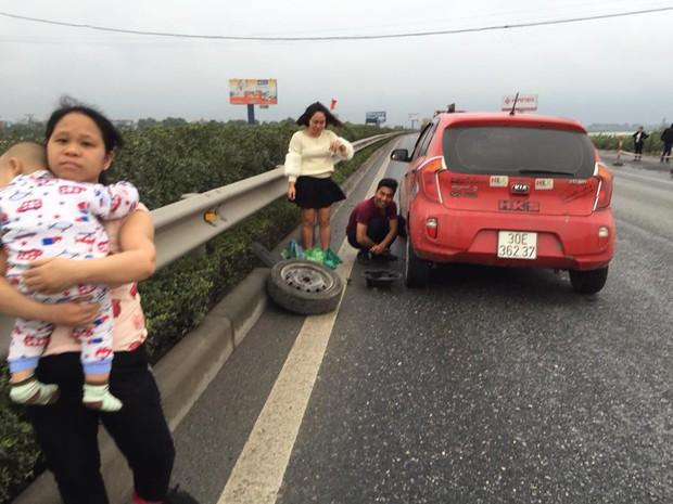 Hành động tử tế: Những tài xế bỏ trận chung kết của U23 Việt Nam để giúp đỡ một người phụ nữ giữa đường - Ảnh 2.