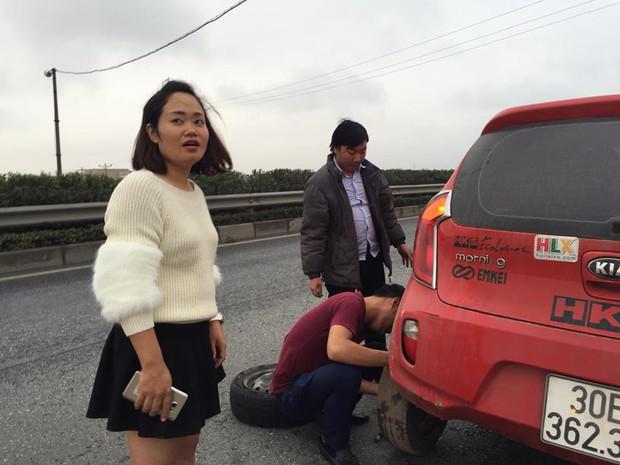 Hành động tử tế: Những tài xế bỏ trận chung kết của U23 Việt Nam để giúp đỡ một người phụ nữ giữa đường - Ảnh 3.