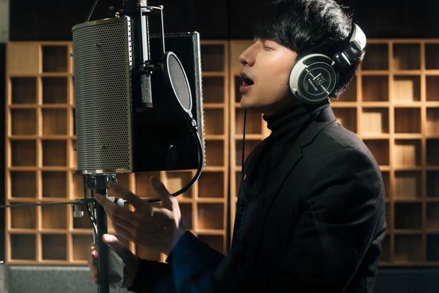 """Không thể không xem: 19 ca sĩ, nhóm nhạc đình đám Vpop hòa giọng đầy cảm xúc trong MV ca khúc chủ đề của album """"Bình tĩnh sống"""" - Ảnh 6."""
