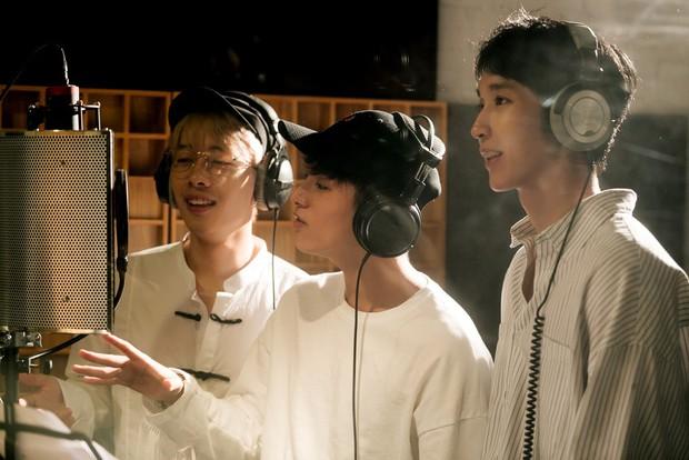 """Không thể không xem: 19 ca sĩ, nhóm nhạc đình đám Vpop hòa giọng đầy cảm xúc trong MV ca khúc chủ đề của album """"Bình tĩnh sống"""" - Ảnh 15."""