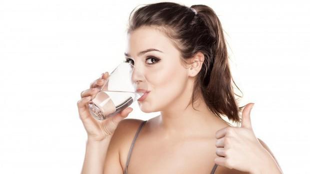 9 dấu hiệu cảnh báo bạn đang không uống đủ nước - Ảnh 11.