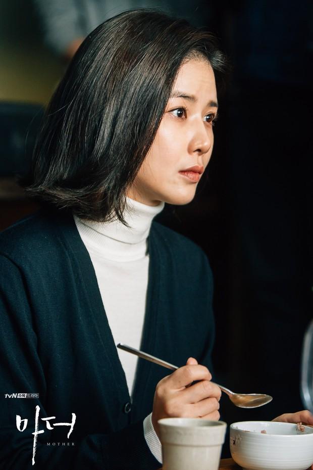 Bạn sẽ khóc vì Mother của Lee Bo Young - Hành trình bắt cóc để cứu vãn cuộc đời một đứa trẻ - Ảnh 4.