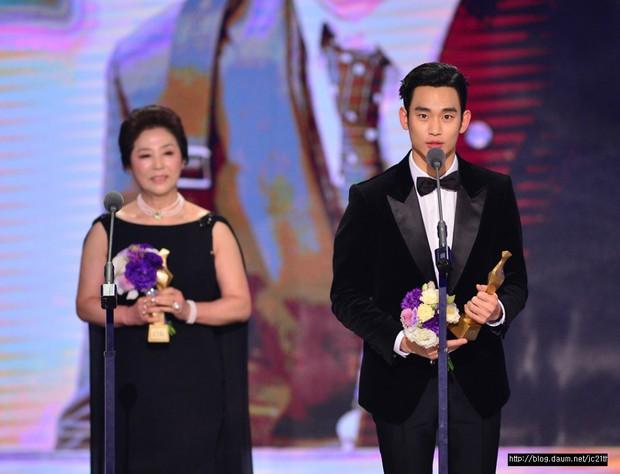 7 phi vụ khiến ta nhận ra các giải thưởng phim Hàn có khi như một trò đùa - Ảnh 4.