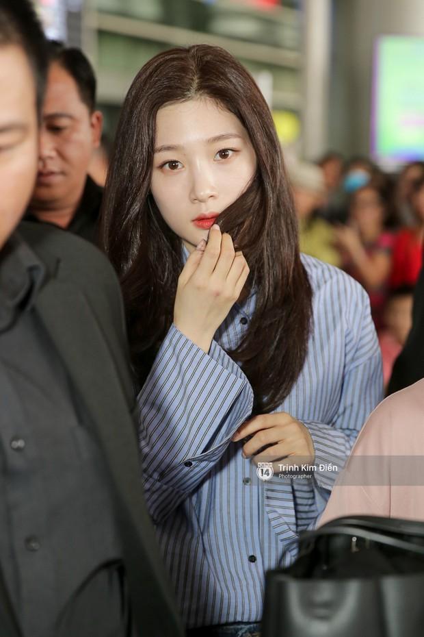 Loạt ảnh: Cận cảnh nhan sắc đỉnh cao của nữ thần thế hệ mới Jung Chae Yeon tại sân bay Tân Sơn Nhất - Ảnh 7.